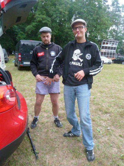 Kesselpunk Martin (links) geht direkt auf Tuchfühlung mit Subkultura-Nico